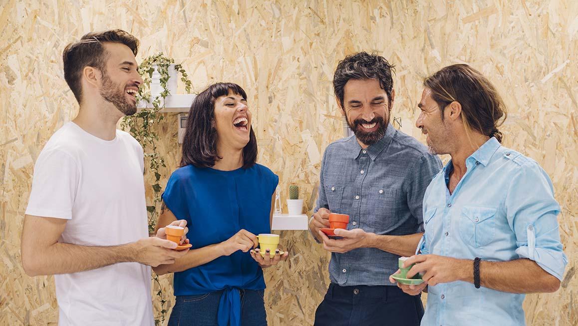 Pausa caffe: no al telefono, sì a chiacchiere e risate