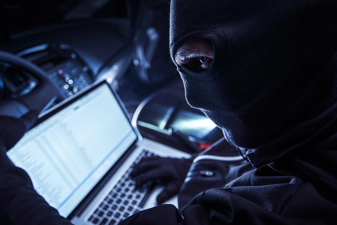 Come gli hacker ci spiano con webcam e smartphone